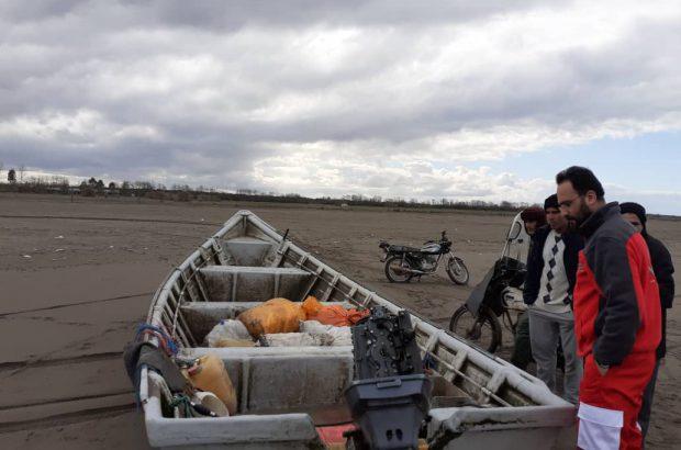 امدادرسانی عوامل امدادی هلال احمر به حادثه واژگونی یک شناور در محور کیاشهر به دستک