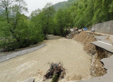 طغیان رودخانه در گیلان و آمادگی امدادگران هلال احمر