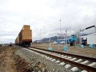 سوق دادن بار و کالا از جاده به سمت ریل باید نهادینه شود