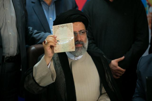رئیسی عید فطر اعلام کاندیداتوری می کند و جمعه به وزارت کشور می رود