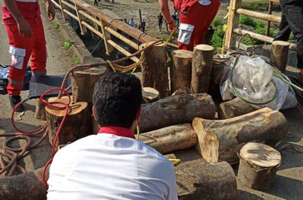 امدادرسانی به حادثهدیدگان ریزش پل در منطقه لرداسرا بخش رانکوه املش