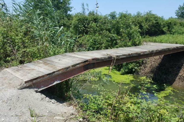 تخریب پلهای غیر مجاز بر تالاب انزلی