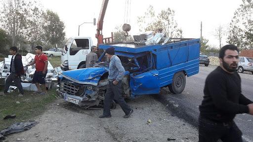امدادرسانی به مصدومان یک تصادف رانندگی در آستارا