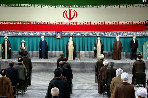 رهبر معظم انقلاب حکم ریاست جمهوری سید ابراهیم رئیسی را اعطا کردند رئیس جمهور حرکت کشور به سمت جایگاه شایستهاش را شتاب بخشد