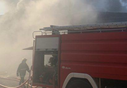آتش سوزی انبار شرکت اشیمشی در شهرک صنعتی رشت