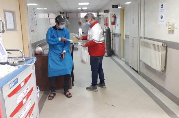 ارائه خدمات داوطلبان و امدادگران جمعیت هلال احمر در بیمارستان رازی رشت