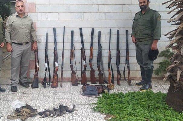 دستگیری شکارچیان غیر مجاز در رودسر/ ۱۲ قبضه سلاح کشف شد