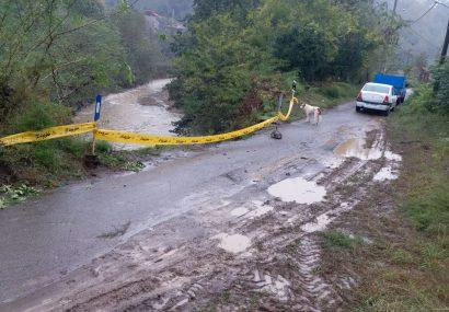 رانش جاده حاشیه رودخانه در جورکاسر املش در پی بارش شدید باران